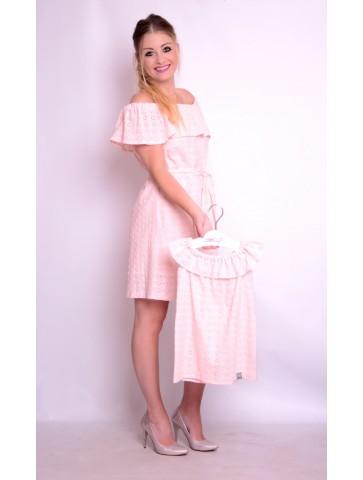 Różowa bawełniana sukienka z haftem dla mamy i córki.