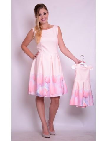 Efektowne kloszowane sukienki różowe dla mamy i córki.
