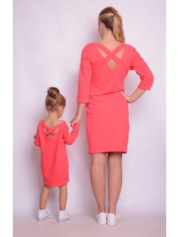Koralowe dresowe sukienki z dekoltem na plecach dla mamy i córki