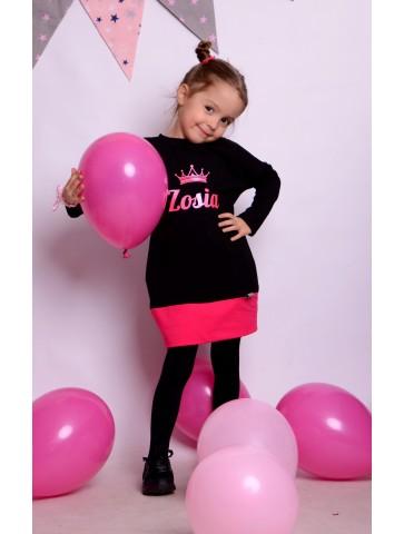 Schwarzes und rosa Kleid...