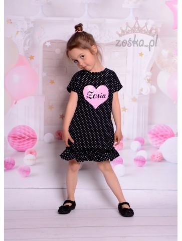 Schwarzes Kleid mit dem Namen