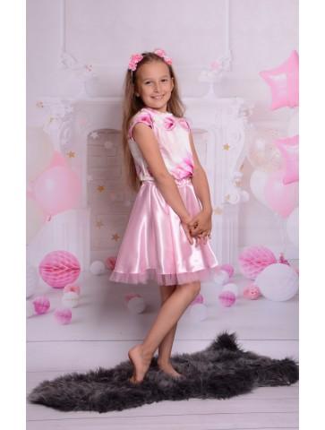 Satynowa sukienka kloszowana w kwiaty dla dziewczynki