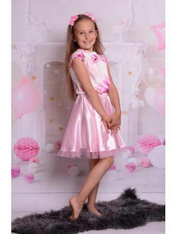 Elegancka satynowa sukienka w magnolie