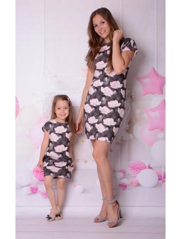Sukienki w ciemne kwiaty dla mamy i córki